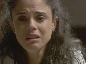 Esther confiesa un gran secreto a su padre