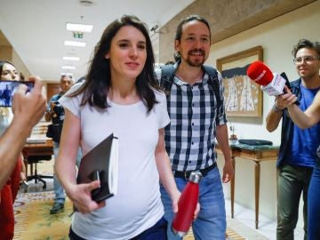 Los líderes de Unidas Podemos Pablo Iglesias (d) e Irene Montero (i)
