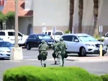 La llegada de las fuerzas de seguridad al lugar del tiroteo en El Paso (Texas)