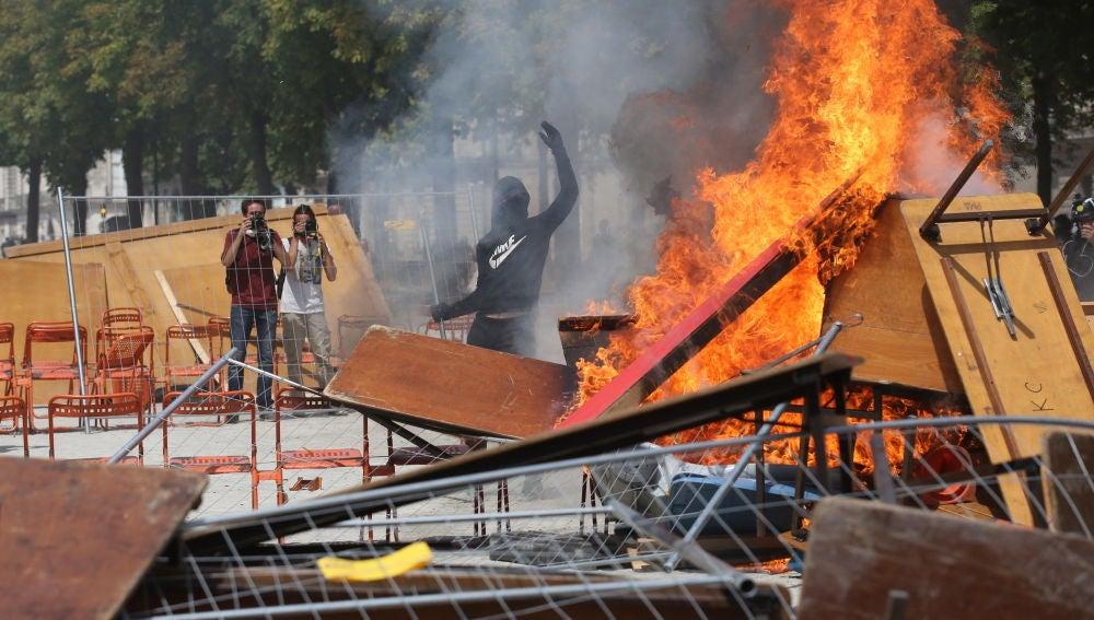Al menos 30 detenidos en Nantes durante protestas contra la brutalidad policial