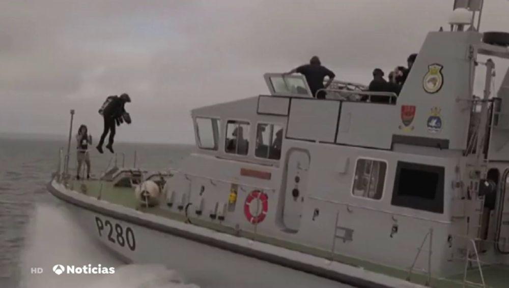 El 'soldado volador' francés logra cruzar el Canal de la Mancha en su flyboard