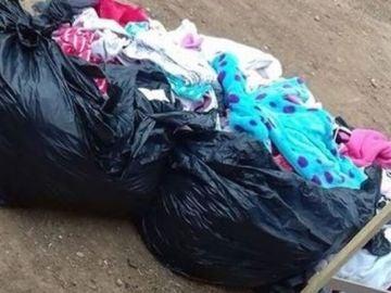 Una madre intenta vender la ropa de sus hijas después de matarlas