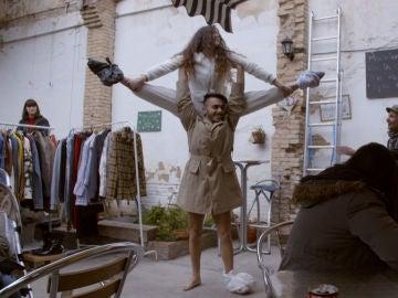 Raquel y Juanjo bailan para conseguir algo de dinero