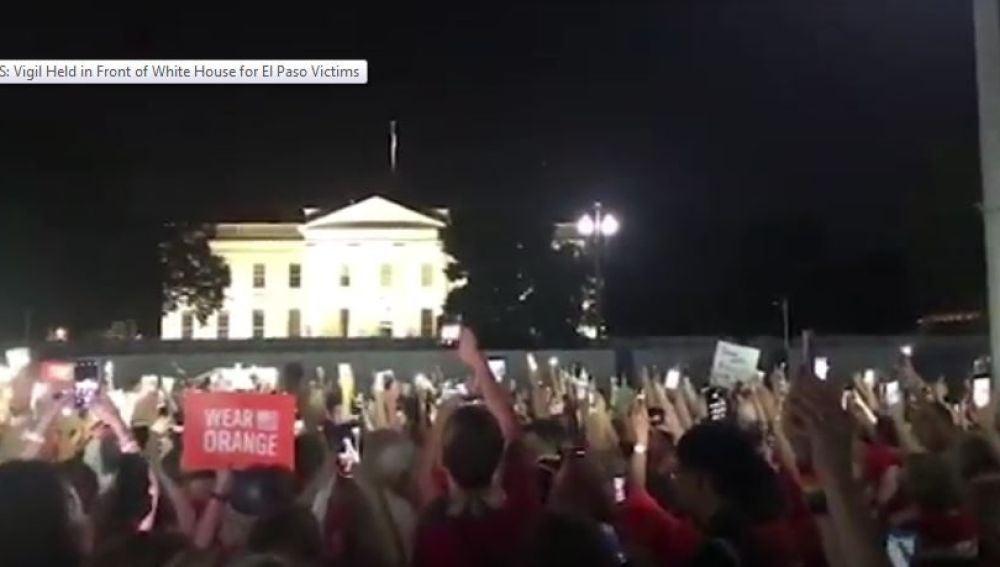 Cientos de personas se manifiestan en protesta por los tiroteos de los últimos días