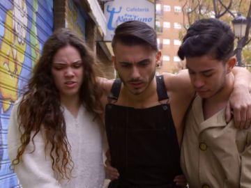 Los compañeros valencianos se convierten en equilibristas para evitar la lluvia