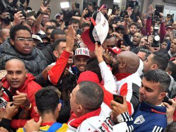 El brutal recibimiento a Alves en Brasil