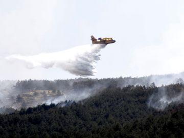 Imagen de las labores de extinción del incendio forestal declarado en el Real Sitio de San Ildefonso-La Granja esta semana.