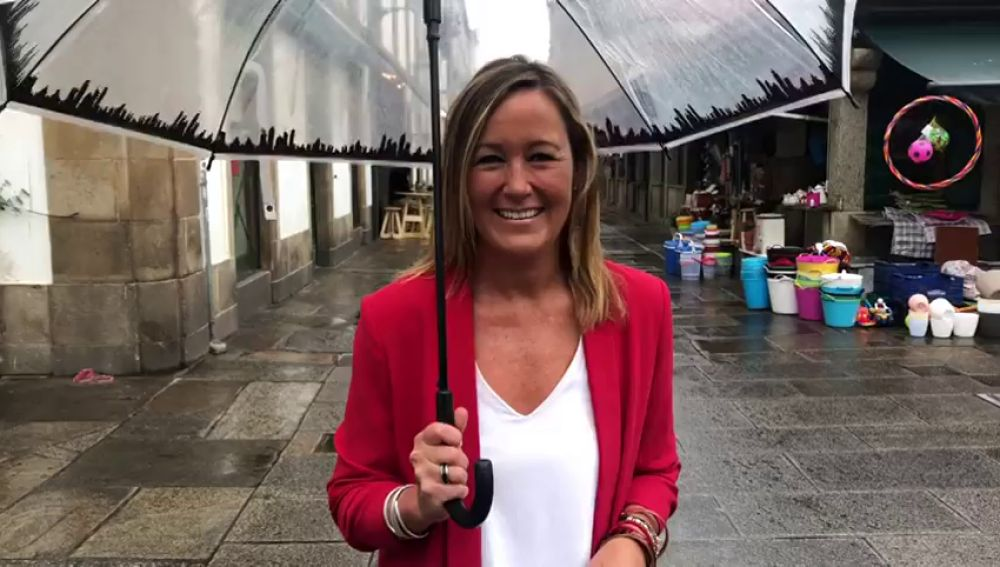 Santiago de Compostela cambia las sandalias por las lluvias en pleno mes de agosto