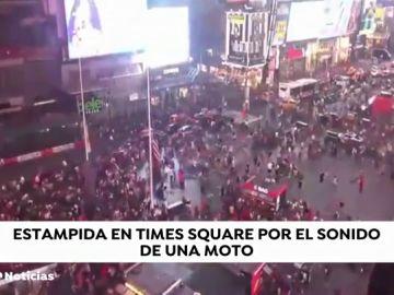 Gigantesca estampida en pleno Times Square al confundir el sonido de una moto con un tiroteo