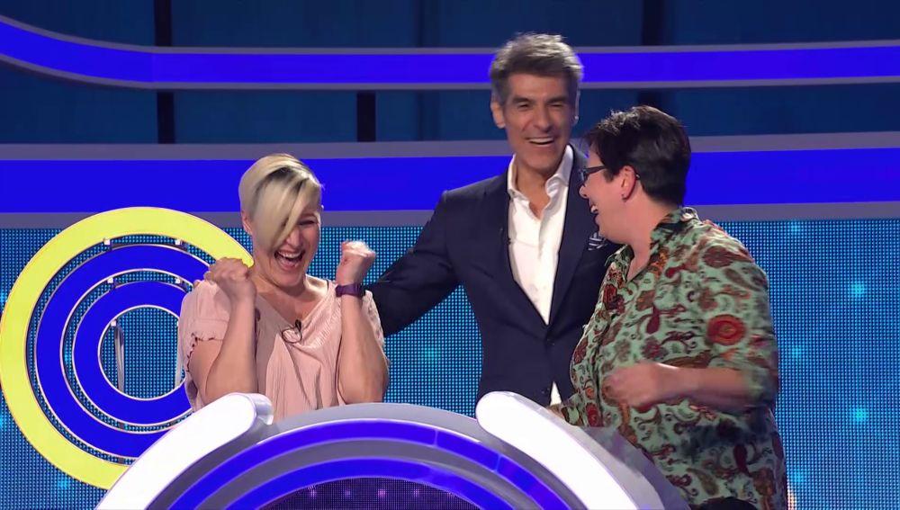 David Bisbal le da la victoria a Irene, quien utiliza una extraña táctica en 'El juego de los anillos'