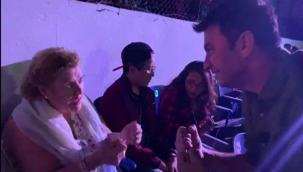 María lucha con Arturo en 'Por el mundo a los 80'