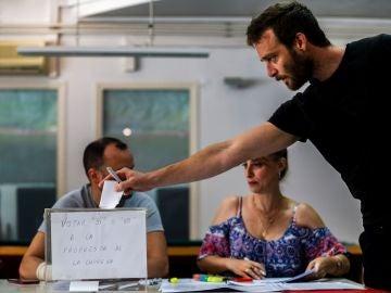 os empleados de Trablisa votan si desconvocan la huelga en El Prat