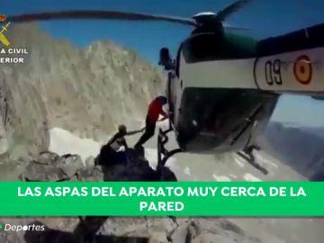 El aterrador rescate de la Guardia Civil a dos montañeros franceses: ¡las aspas rozan la pared!