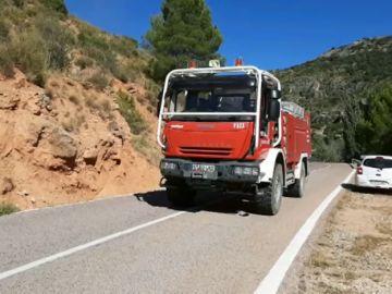 Ocho aeronaves trabajan para extinguir un incendio en Casas Bajas, Valencia