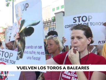 Tensión a las puertas de la Plaza de toros de Palma de Mallorca dos años después de la última corrida
