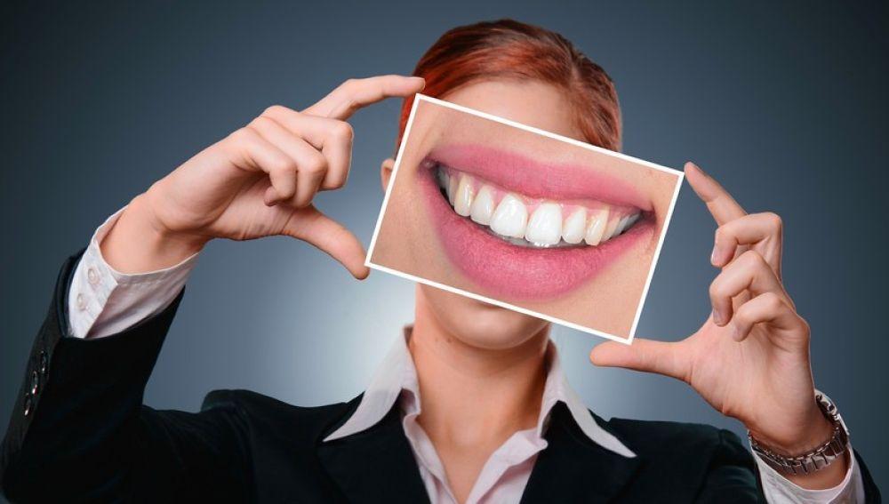 Imagen de archivo de una boca sonriendo