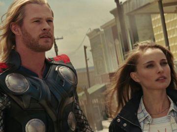 Natalie Portman y Chris Hemsworth en 'Thor'