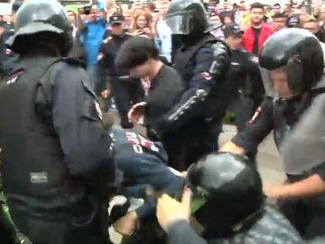 La Policía rusa detiene a 162 personas tras saltarse el cordón de seguridad durante una manifestación para pedir elecciones libres