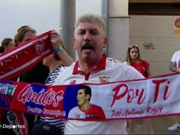 La afición del Sevilla y el Extremadura se unen para despedir en un partido homenaje a José Antonio Reyes