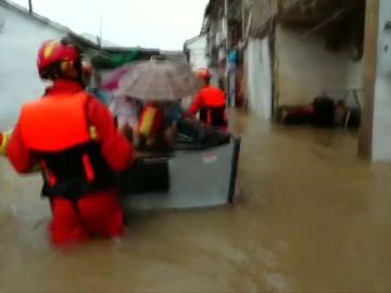 Elevan a 28 el número de muertos por el  tifón Lekima en China