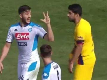 Luis Suárez y Manolas discutiendo