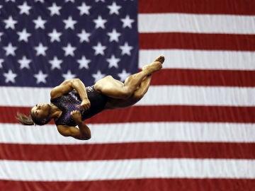 Simone Biles durante los Campeonatos Nacionales en Estados Unidos