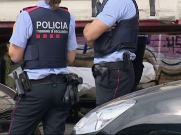 Hallan el cadáver de una mujer de 46 años en una zona poco transitada de Barcelona