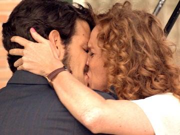 Ana y Carlos no pueden reprimir su deseo