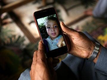 El niño fallecido al confundir una bomba con un juguete