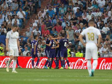 Los jugadores del Valladolid celebran el gol del empate