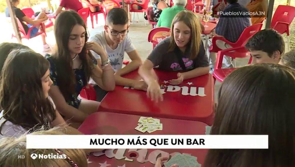 Saceda Trasierra intenta evitar el cierre del bar para frenar la despoblación