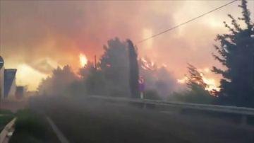 Mil evacuados por el fuego en la isla de Samos