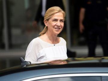 La Infanta Cristina visita a Don Juan Carlos en el hospital