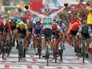Sam Bennet gana la tercera etapa de La Vuelta