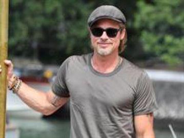Brad Pitt llegando al festival de Venecia