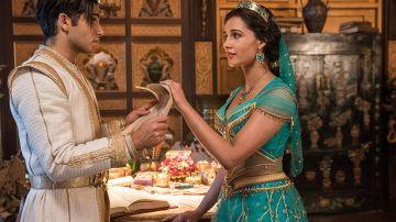 Mena Massoud y Naomi Watts en 'Aladdin'