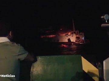 Se incendia un ferry con 150 personas a bordo en Filipinas