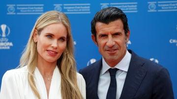 Luis Figo, junto a su esposa