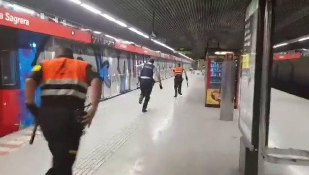 Grafiteros asaltan el metro de Barcelona