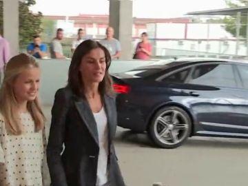 """La reina Letizia y el princesa Leonor han encontrado al rey Juan Carlos """"contento y hablador"""""""