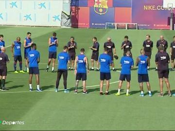 Minuto de silencio en memoria de Xana antes del entrenamiento del FC Barcelona