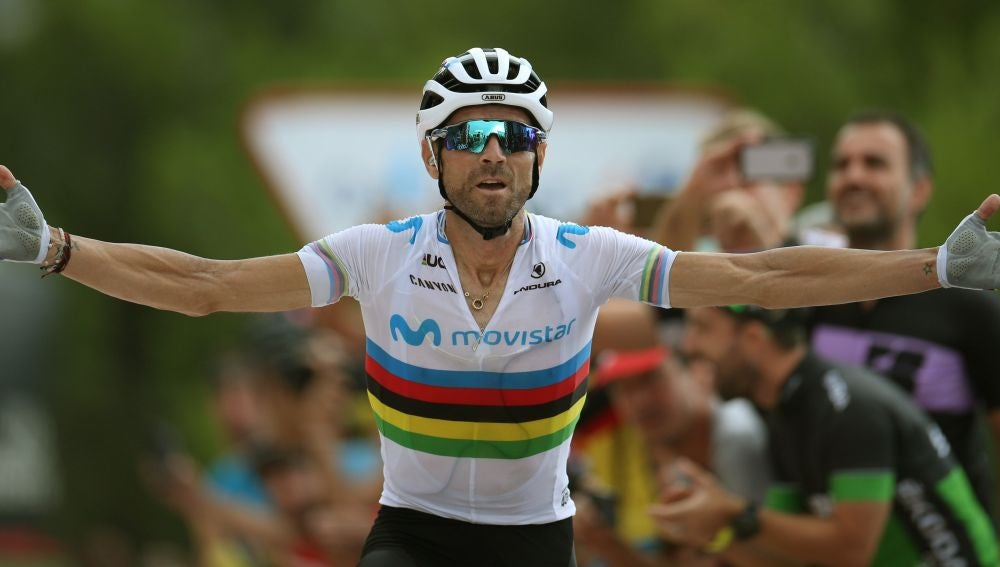 Alejandro Valverde celebra su victoria en la séptima etapa