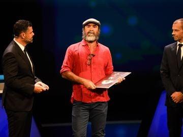 Eric Cantona durante su discurso en Montecarlo
