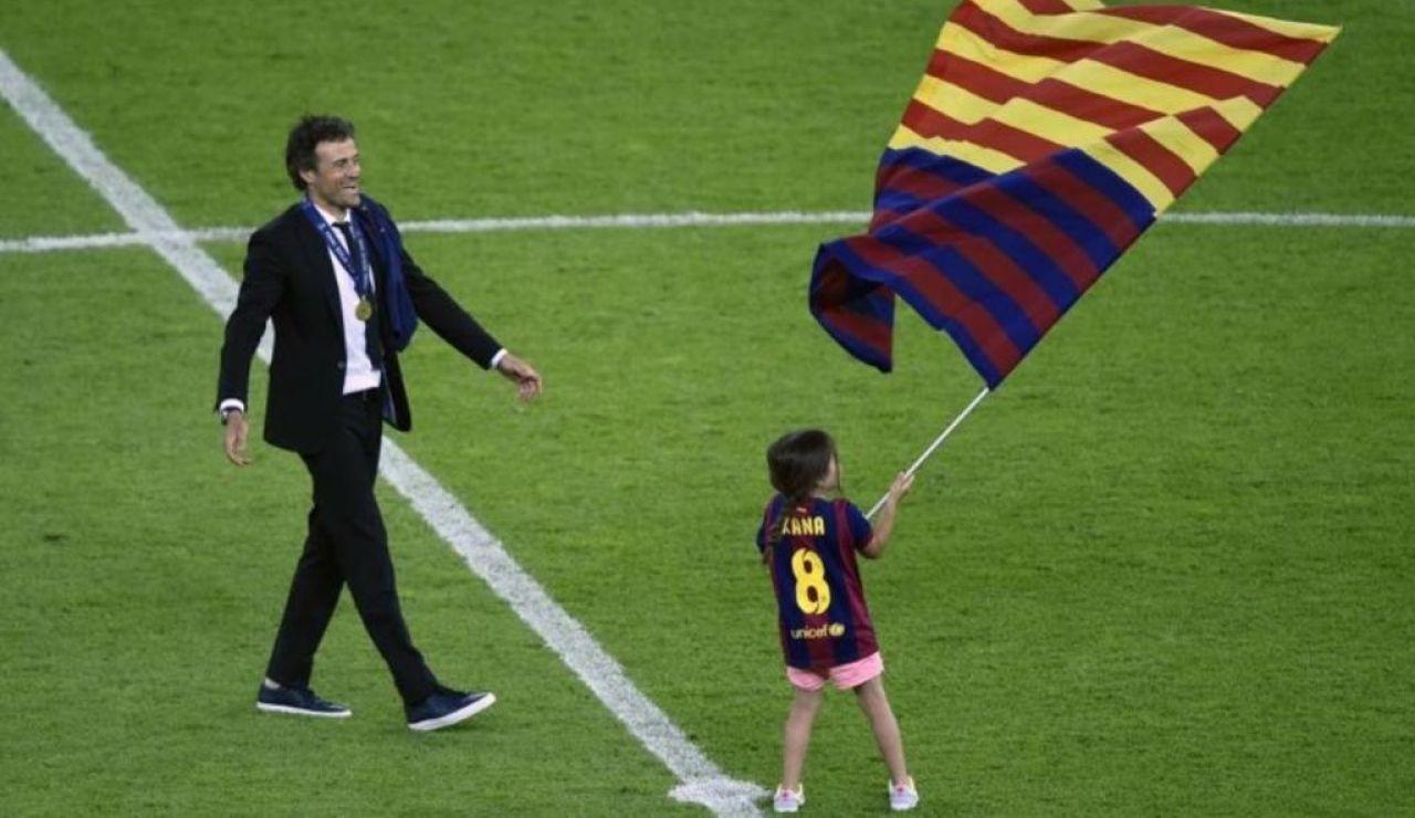 La pequeña Xana junto a Luis Enrique