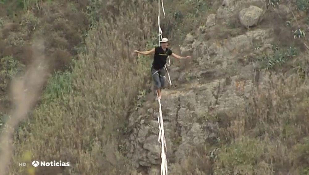 Un funambulista busca batir el récord de España de Highline