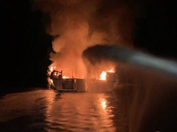 Incendio en un barco al sur de California