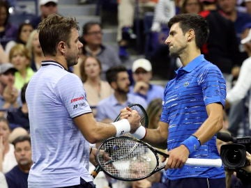 Novak Djokovic saluda a Wawrinka tras su retirada