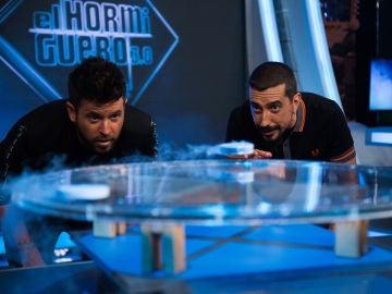 Marron sorprende en 'El Hormiguero 3.0' con un experimento basado en la levitación cuántica
