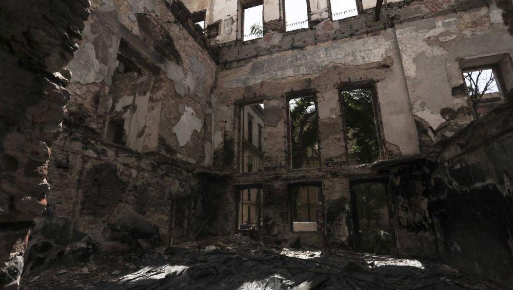 Vista general de la zona destruida del museo en Brasil.