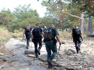Agentes del equipo de rescate en montaña en la zona de los Siete Picos, en Cercedilla